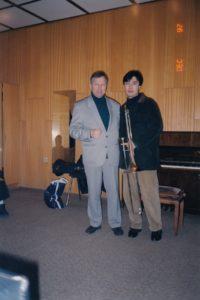 С чуждестранен студент- тромбонист